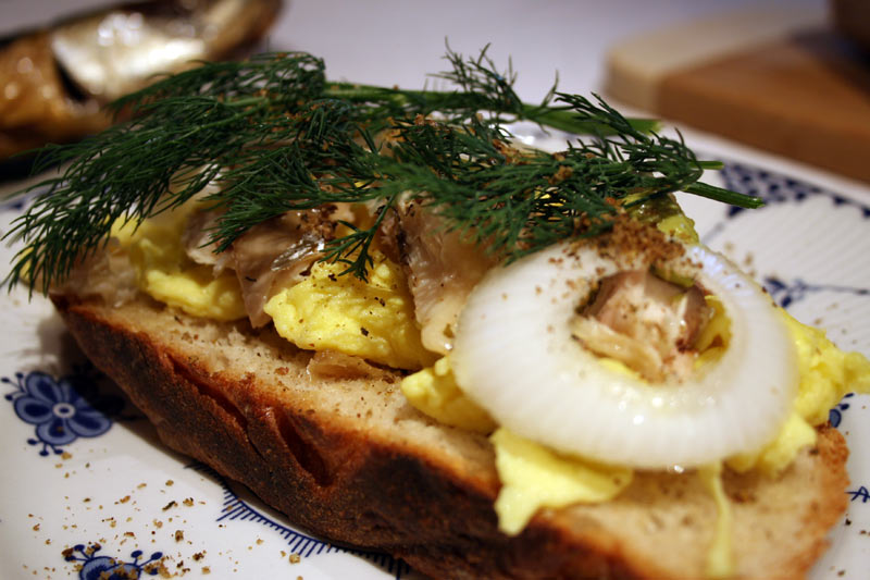 Smoked mackerel with scrambled eggs and dill