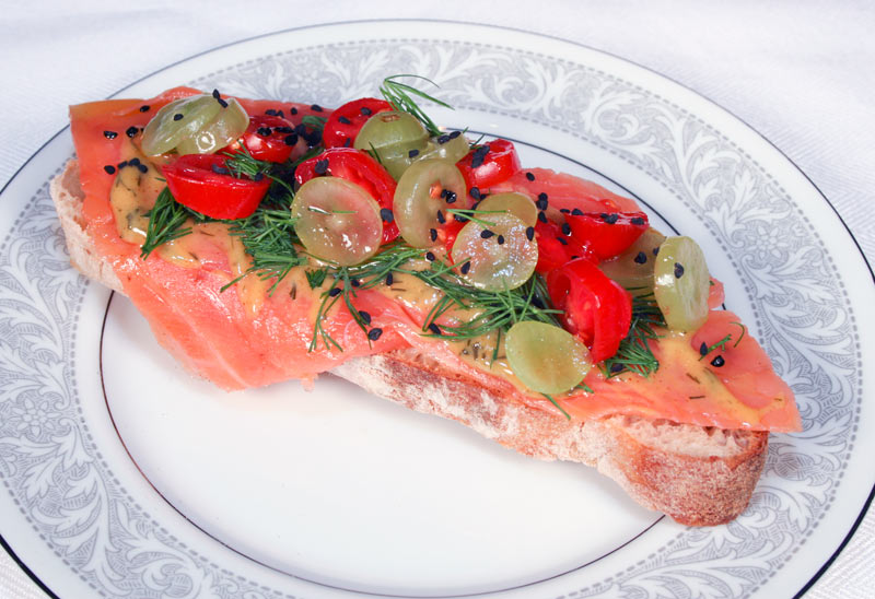 Smoked salmon with gralakssaas, dill, grapes, grape tomatos and black caraway seeds